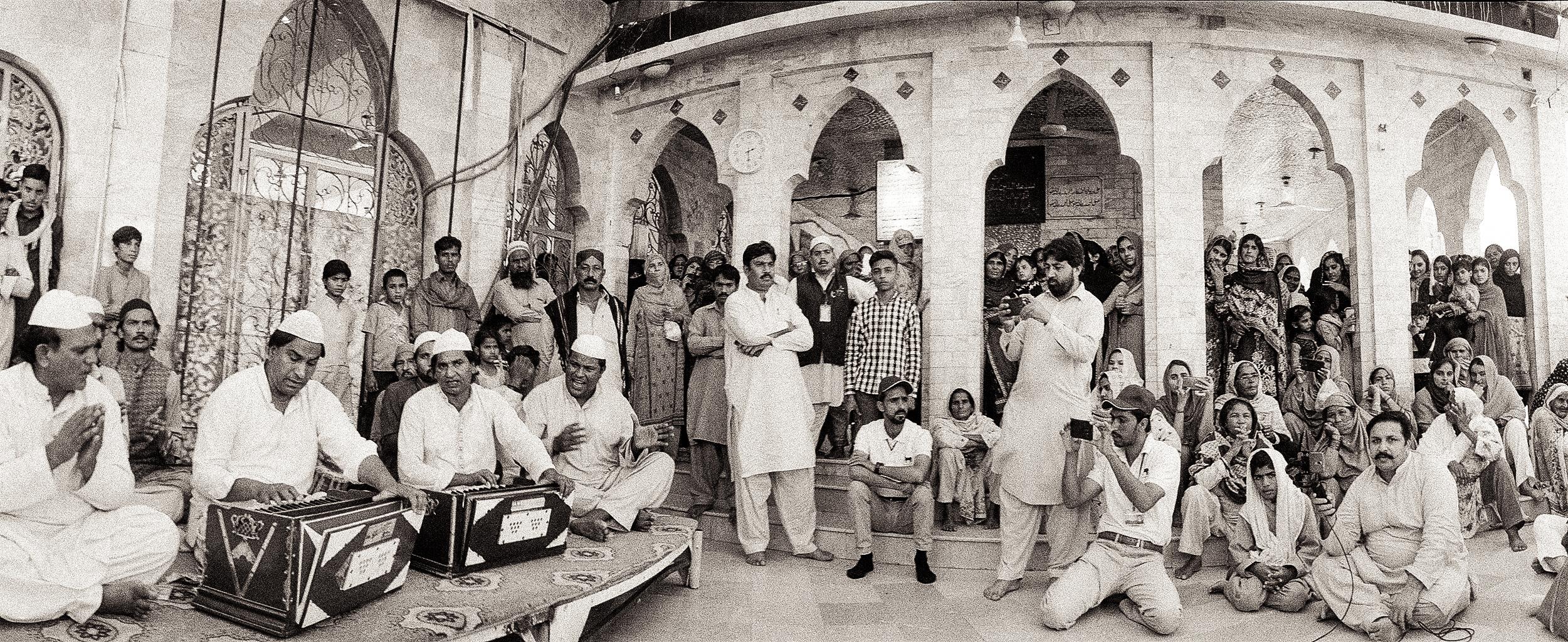Qawaals Mazar Sheikh Farid Photoby AK Sandhu