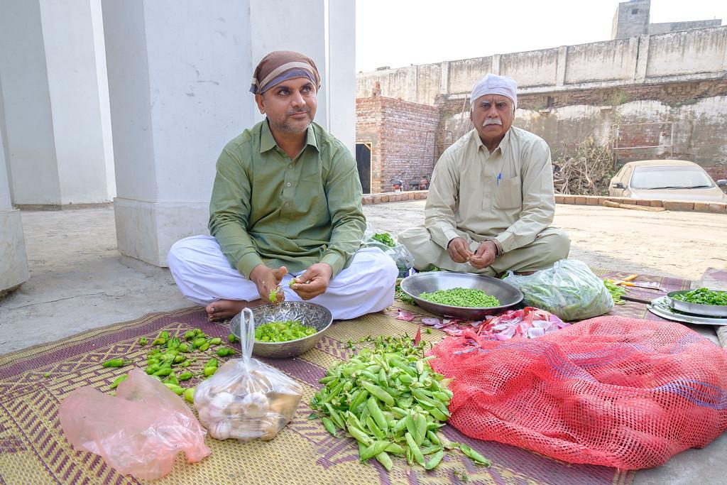 Nanakpanthis doing langar sewa at Gurudwara Photo by Amrinder Singh