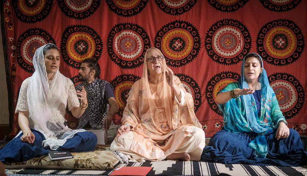 singing traditional Punjabi verses. Photo by Amrinder Singh