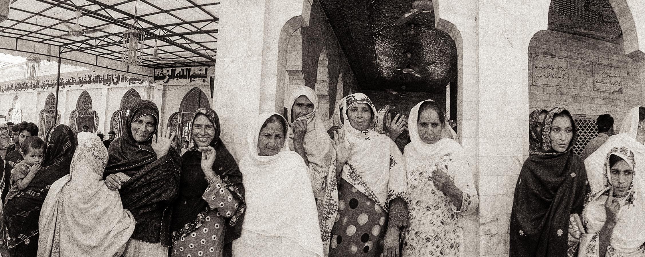 Ladies visiting a shrine in Pakpattan Photo by AK Sandhu